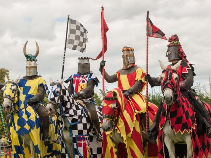 hever-castle-attractions-jousting-nights-1020x599